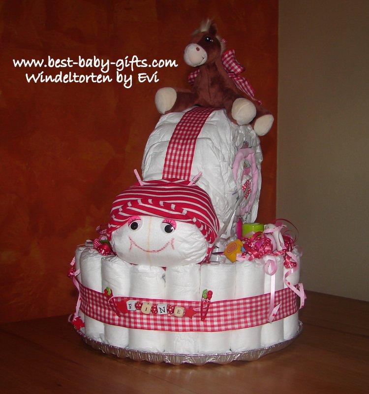 grosse Windeltorte in rot für Mädchen mit aufgesetzter Schnecke und Pferde-Kuscheltier