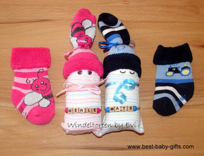 personalized diaper babies for twins with name ribbons'Merle' and 'Mats', baby sock in pink, diaper baby for girl in pink, diaper baby for boy in blue, baby sock in blue