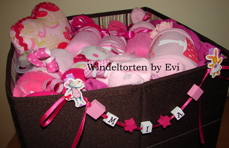 Newborn Baby Gift Ideas Girl : Newborn baby gift baskets how to make a unique